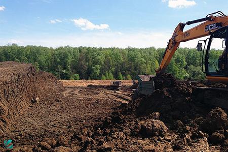 Разработка и погрузка растительного грунта с полей Ленинградской области